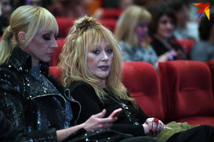 В зале Алла Борисовна села рядом со своей дочерью Кристиной Орбакайте. Максим Галкин не смог приехать на премьеру из-за занятости на съёмках