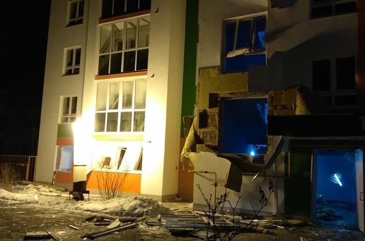 Пострадали окна и обшивка дома. Фото с сайта СУ СК по Тюменской области