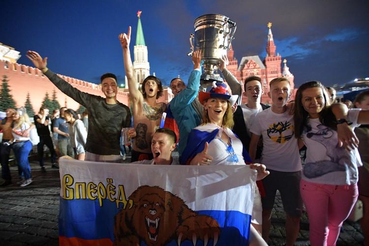 Несмотря ни на что футбольный праздник в России состоялся.