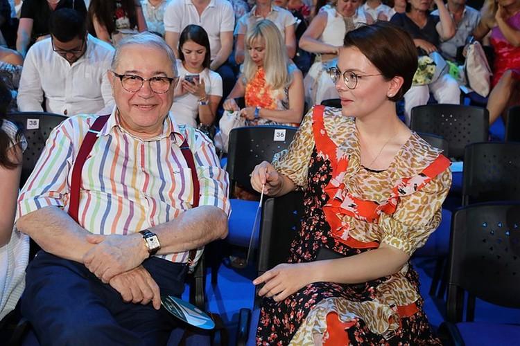Драматургии в этих семейных распрях прибавилось после недавней женитьбы 74-летнего Евгения Вагановича на своей 30-летней помощнице Татьяне Брухуновой