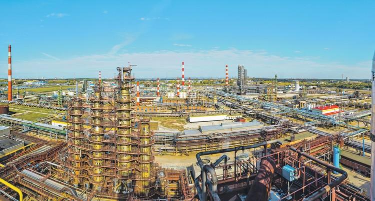 Модернизированные нефтеперерабатывающие предприятия «Роснефти» работают без остановок 24 часа в сутки. Фото: Пресс-служба ПАО «НК «РОСНЕФТЬ»