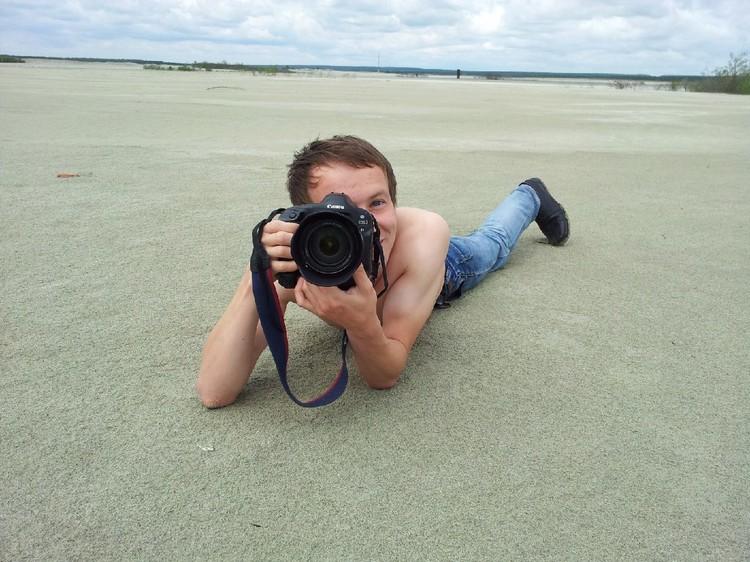 Алексей работает инженером, но в свободное время фотографировал людей. В том числе и на горе Уктус. Фото: СОЦСЕТИ