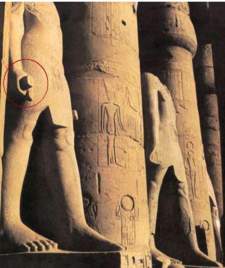 Цилиндры в руках древних египтян.