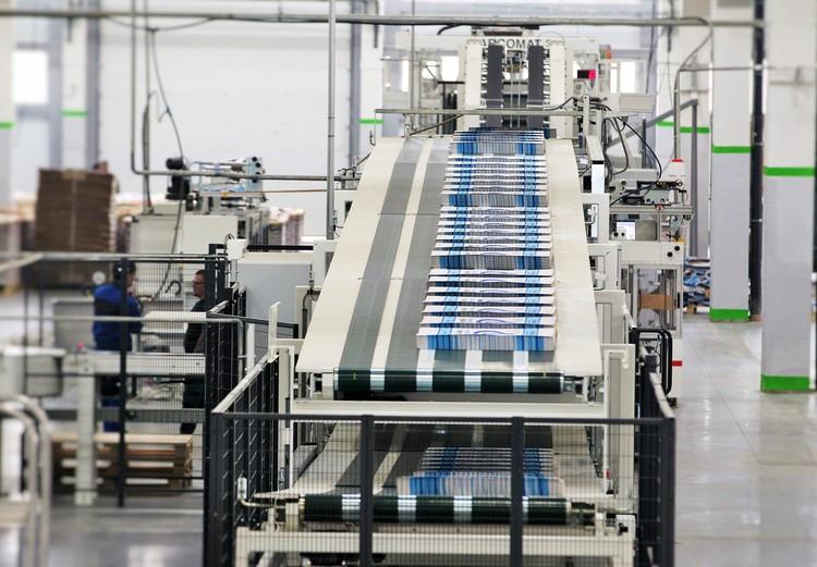 Конвейер готовой мешочной продукции: Бумажные пакеты практически не уступают по своим качествам пластиковым. Фото: предоставлено пресс-центром Segezha Group