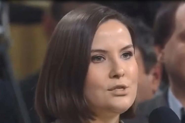 Корреспондент телеканала «Красная линия» Екатерина Мачавариани задает вопрос Владимиру Путину. Фото: скриншот.