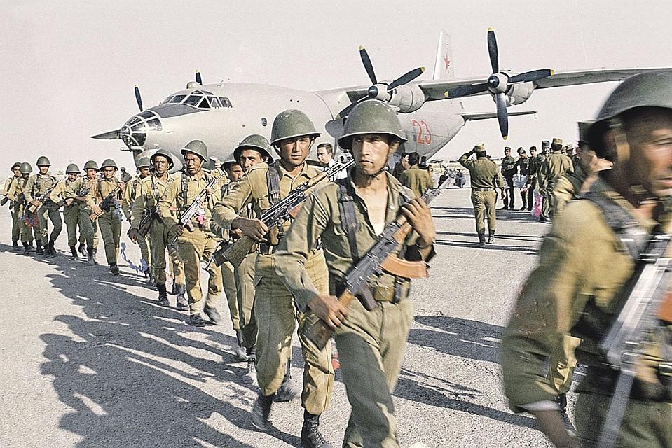 Советский спецназ высаживается в Афганистане. Весна 1988-го. Фото: Андрей СОЛОМОНОВ/РИА Новости