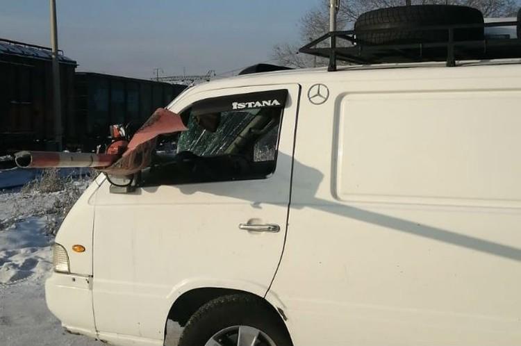 Водитель выжил благодаря тому, что успел вжаться в кресло. Фото: предоставлено Баиром АРТЫКОВЫМ.