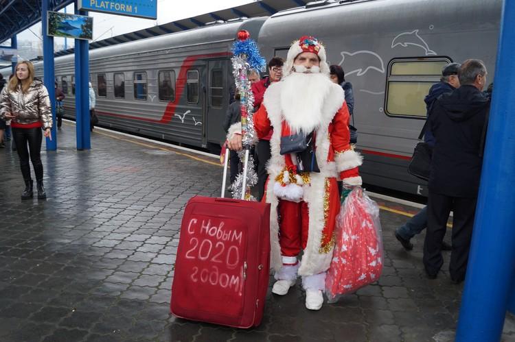 Дед Мороз приехал в Крым из Ленобласти