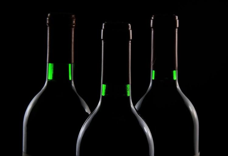 Легальность каждой конкретной бутылки можно проверить с помощью специального приложения на смартфоне. Фото Holger Detje с сайта Pixabay.com