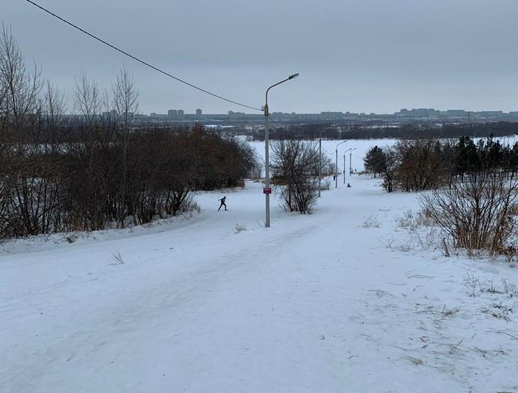 Трагедия произошла на этом склоне. Фото: СУ СК России по Омской области