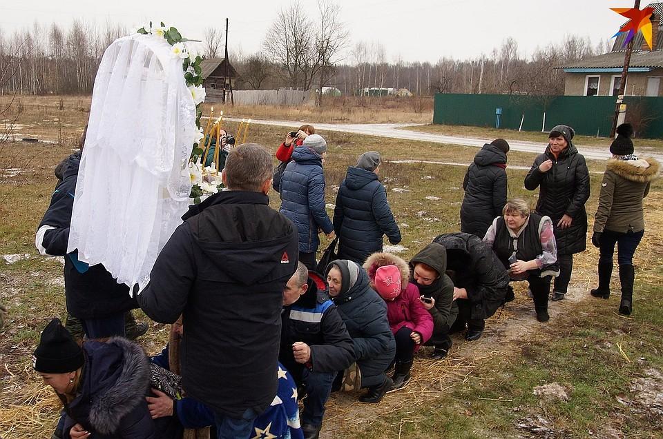 """Для процессии на икону надевают """"фату"""" Фото: Павел МИЦКЕВИЧ"""