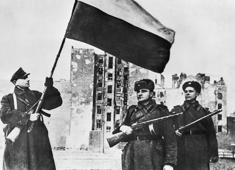 Январь 1945 года. Варшава, польский флаг в освобожденном городе. /Фотохроника ТАСС/
