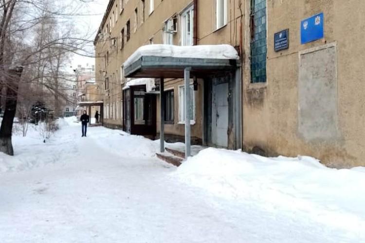 Здание суда, где из-за конфликта соседей погиб судебный пристав.