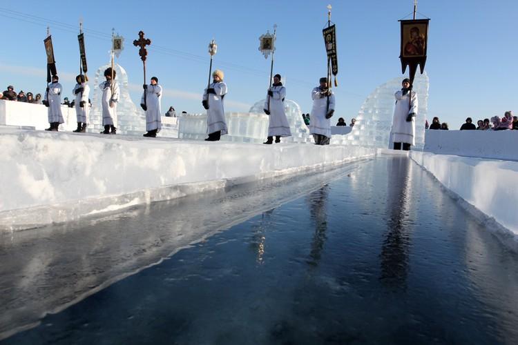 Освящение Крещенской Иордани в Иркутске.