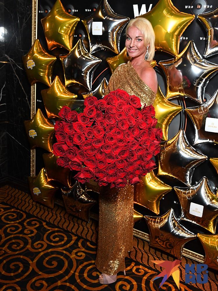 Свой 44-ый день рождения балерина отметила в караоке-клубе Single