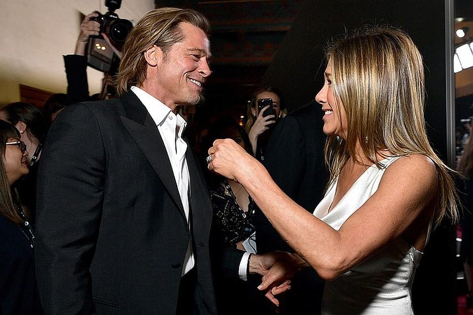 Брэд Питт и Дженнифер Энистон встретились за кулисами церемонии вручения наград американской гильдии киноактеров. Фото: EAST NEWS
