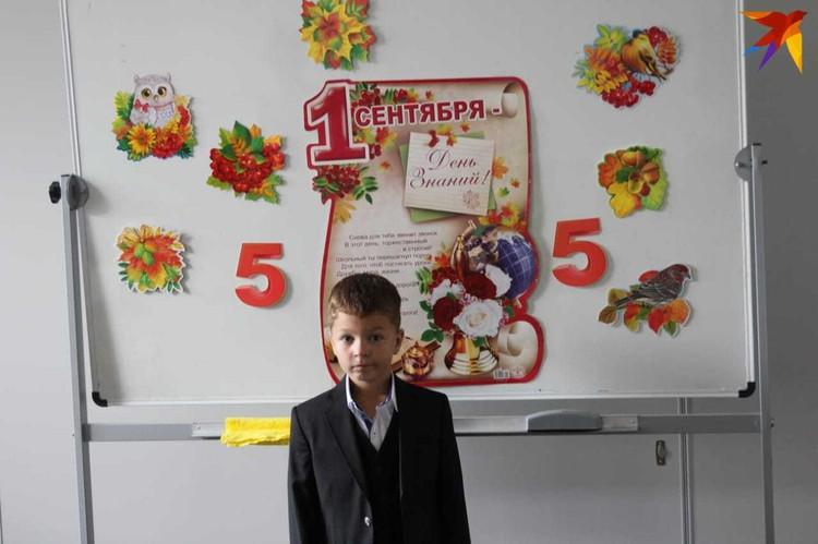 Мальчик уже месяц не ходит на занятия в частную школу, за которую платит отец.