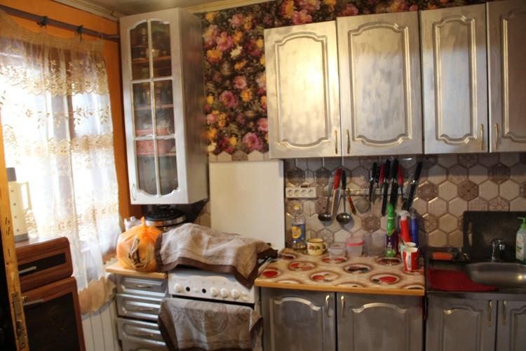Кухня вполне приличная, если забыть о ее размерах.