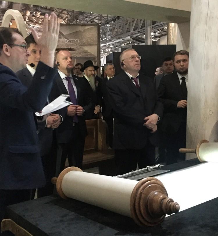 Владимир Жириновский у свитков Торы.