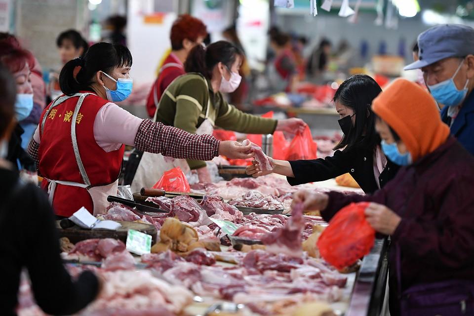 Источником заражения стал рынок в Ухани. Фото: GLOBAL LOOK PRESS