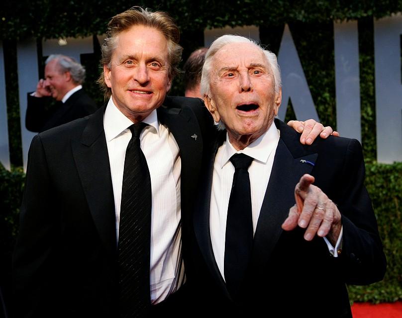 Два знаменитых голливудских актера, два Дугласа – Кирк и Майкл Фото: REUTERS