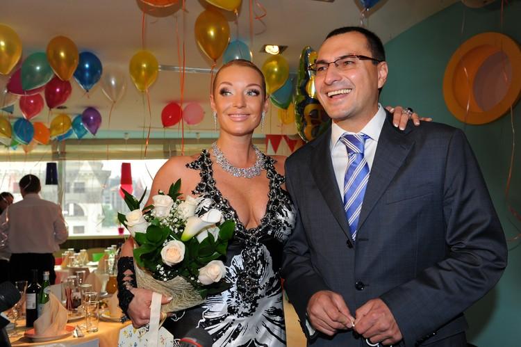Балерина считает отца своей дочери Ариадны бизнесмена Игоря Вдовина альфонсом