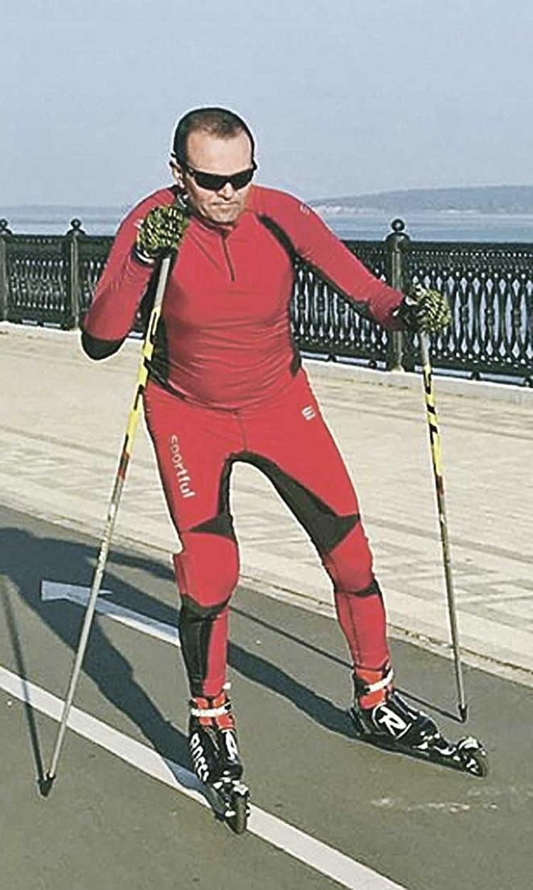 ...а сам глава Чувашии Игнатьев (на фото он на роликовых лыжах) защищать строителя его сауны не стал. Он об этом даже не парился.