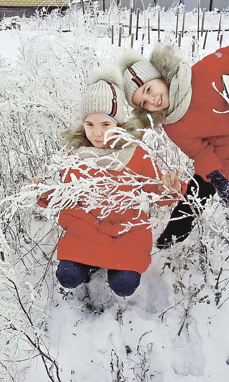 Близняшки Ксюша и Вероника выглядят совершенно здоровыми. Но если чуть нарушить диету, болезнь победит... Фото: Семейный архив.