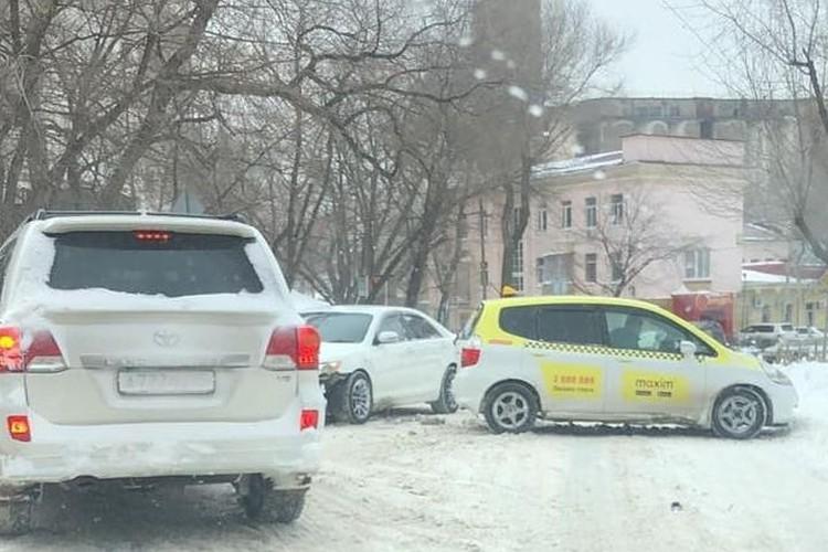 Очередное ДТП с участием такси.Фото: dpskontrol125rus