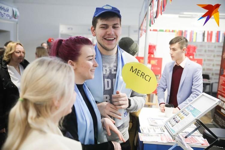 Найти занятие на выставке могли и те, кто уже окончил вуз. Учить иностранный язык никогда не поздно!