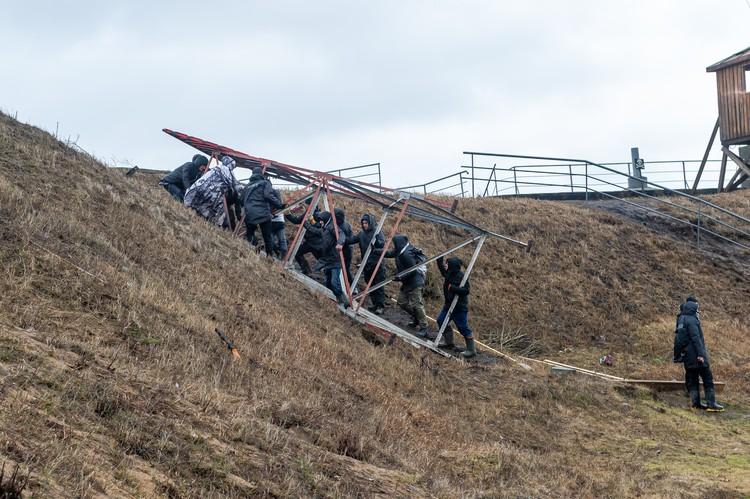 Из-за сильного ветра рухнули декорации на съемках фильма Бекмамбетова