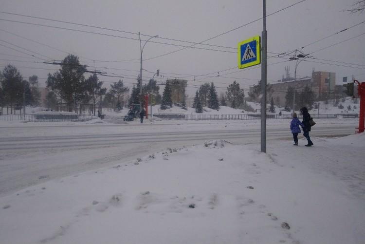 Перейти дорогу без светофора - непросто.