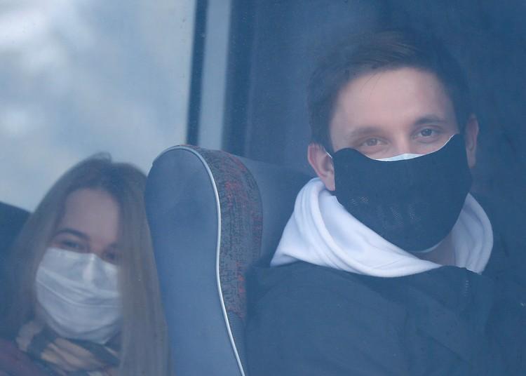 Эвакуированные из Уханя украинцы в аэропорту Харькова.