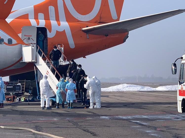 Киевские медики полагают, что Украина не готова принимать больных с коронавирусом, а ситуацию опять раскачивают «враги»