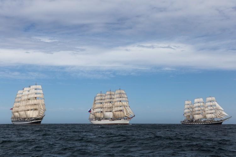 Регата легендарных парусников прошла между Аргентиной и Южной Африкой.