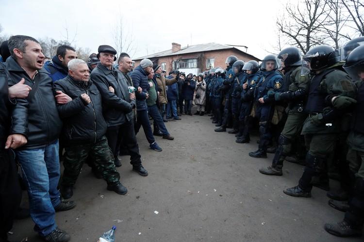 Противостояние местных жителей и полиции у города Новые Санжары, Полтавская область