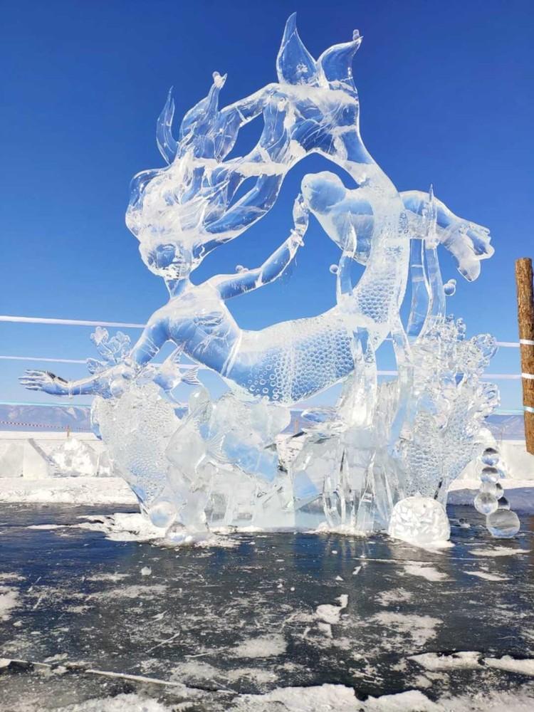 Филигранные скульптуры изо льда выглядят очень эффектно