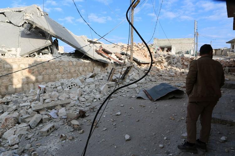Турция заявила, что в результате авиаударов сирийских правительственных войск в провинции Идлиб погибли 33 и ранено 32 турецких военнослужащих.