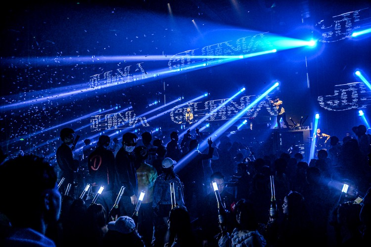 ROSTANY на одной из огромных сцен китайского клуба. Фото: Личный архив