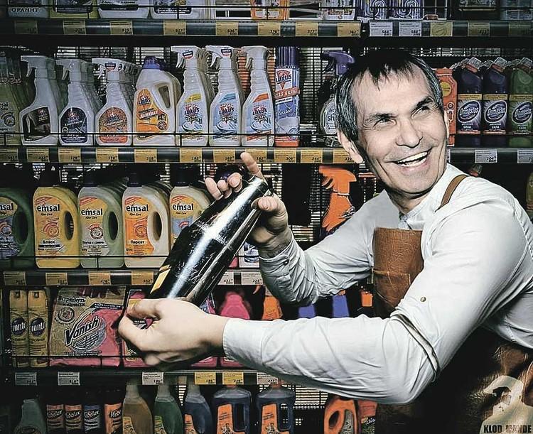 Бармен Бари Алибасов пытается составить более изысканный коктейль, чем «выпитый» им «Крот».