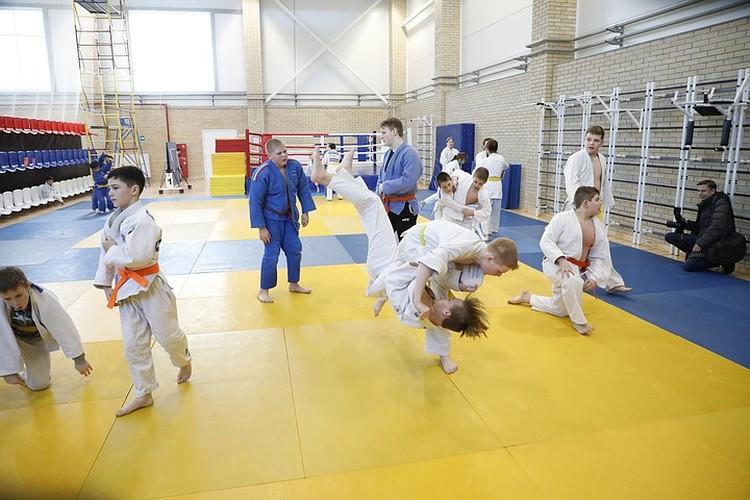 Занятие в спорткомплексе «Металлург». Фото: пресс-служба РМК