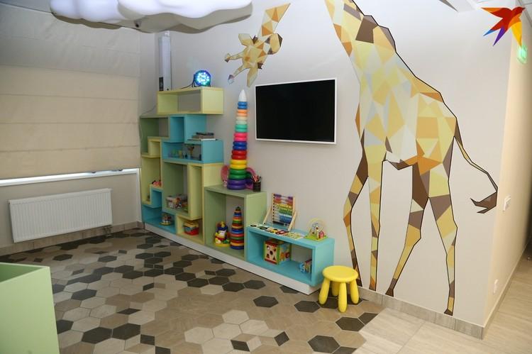 Уютная зона для ожидания приема в отделении детской стоматологии. Фото: Дмитрий Селезнев