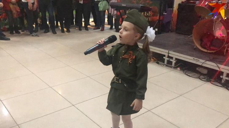 Для гостей спела Ангя Маслова. Фото Евы Агакарян