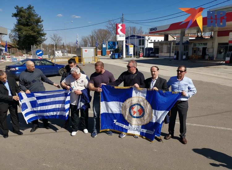 Члены Международной ассоциации полицейских приехали на закрытую греко-турецкую границу, чтобы поддержать коллег в их борьбе против мигрантов