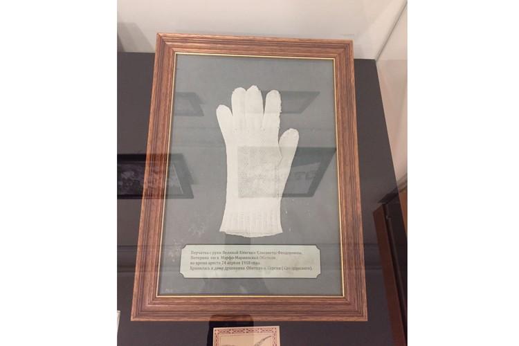 Оброненная Елизаветой Федоровной перчатка в день её высылки из Москвы. Автор фото: Ася ХОВАНСКАЯ
