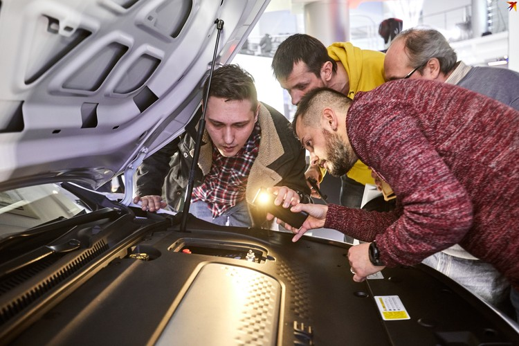 Новый электромобиль от Geely вызвал небывалый интерес у публики.
