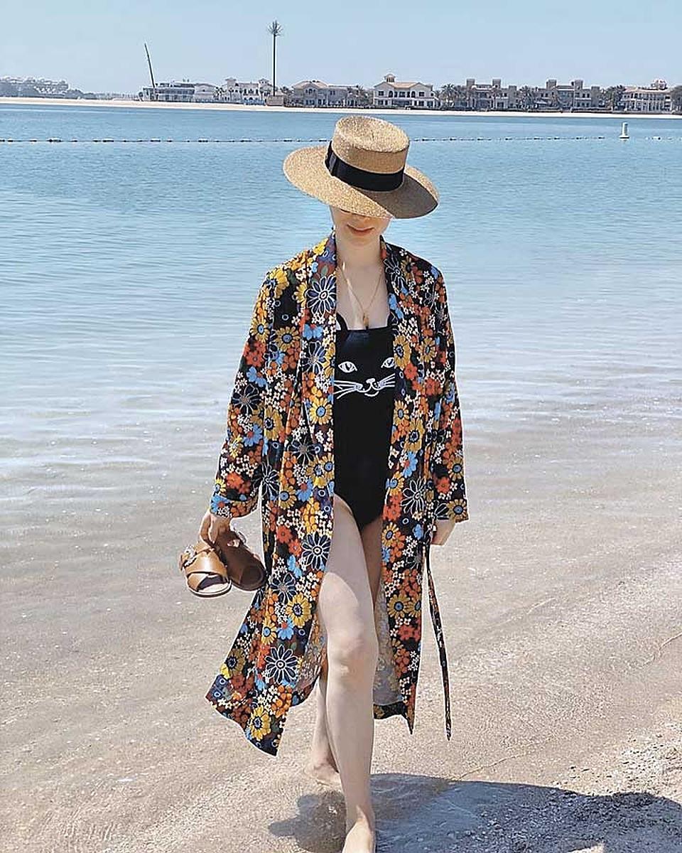 практически фото жены летом на отдыхе шлейфы крепятся платью
