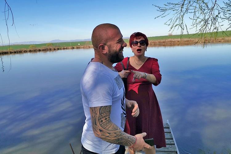 Спецкор Дарья Асламова и Динко на границе с Турцией.
