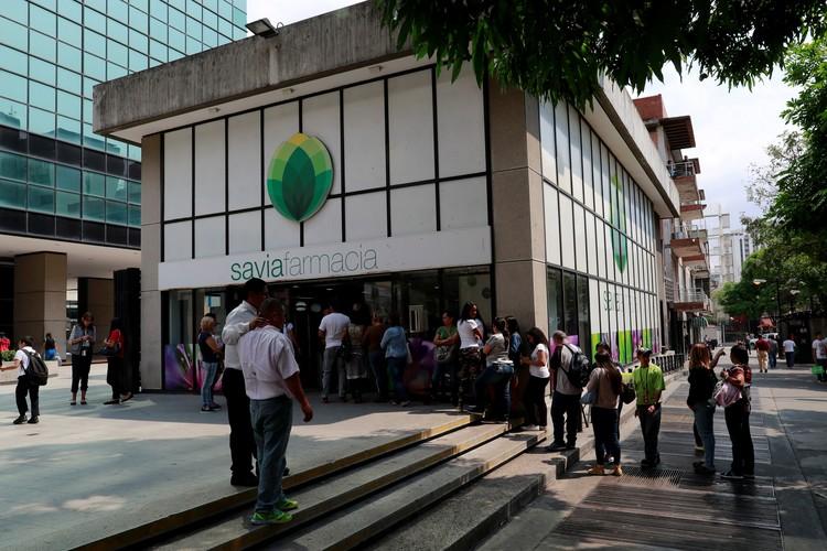 После объявления о появлении коронавируса простые венесуэльцы ринулись в магазины закупаться едой и предметами гигиены