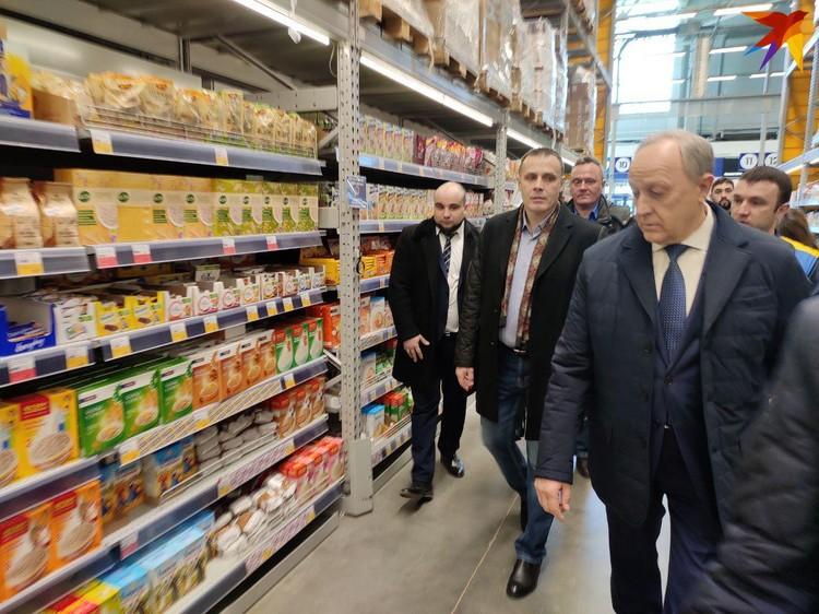 Валерий Радаев побывал в гипермаркете и проверил полки с продуктами
